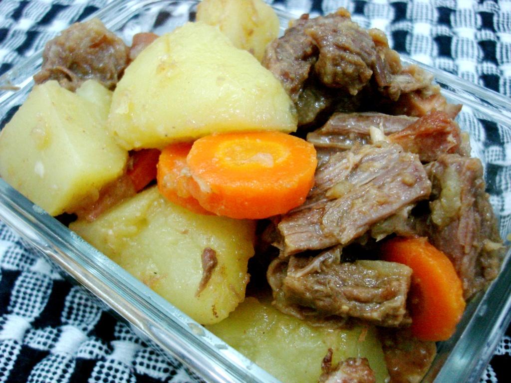 <b>Carne</b> cozida com <b>batata</b> e <b>cenoura</b> – Escrevendo abobrinhas 2014
