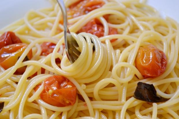 macarrão com tomates